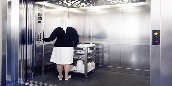 Thang máy bệnh viện là điều cần thiết