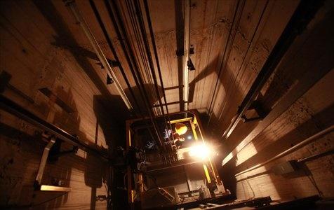 Bảo dưỡng thang máy đúng thời hạn để sử dụng an toàn