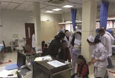 tai nạn thang cuốn khiến 16 học sinh bị thương